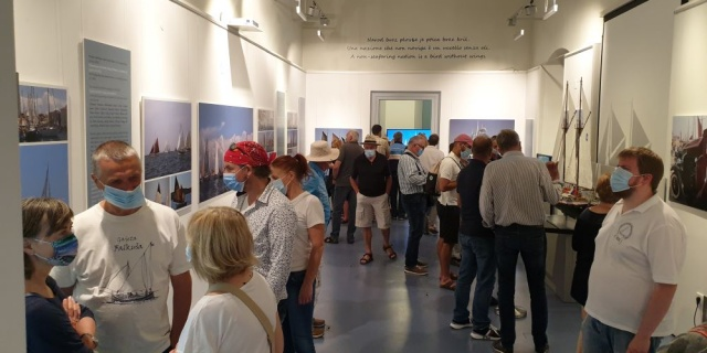 "The opening of the exhibition ""Scent of wood in the sea wind"""